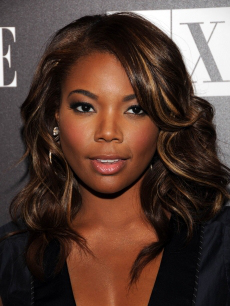 Top 25 short curly hairstyles for black women notes from gabrielle union who shows how women with deeper skin tones can sport blonde in their locks this chestnut brown hair with honey highlights pmusecretfo Image collections