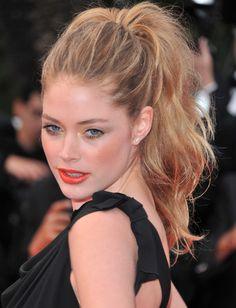 Wear One Of The Most Popular Modern Hairstyles This Wavy High Ponytail Is Easy And Has Been A Hit On Runways In Fashion Magazines