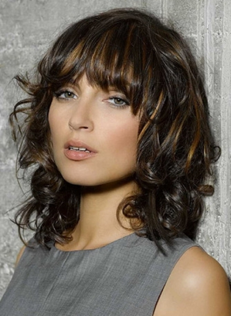 Medium layered haircuts youll absolutely love to try 5curly with bangs and highlight urmus Choice Image