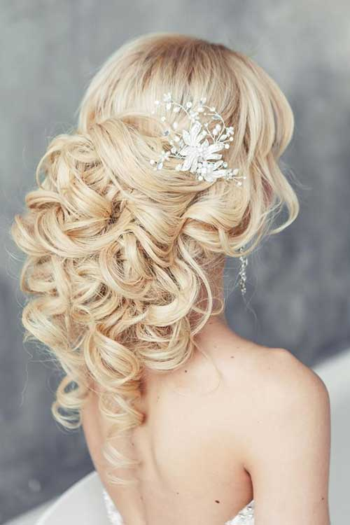 30 stunning wedding hairstyles for long hair part 9 this interesting hairstyle mimics the shape of a ponytail without actually tying hair together hair in big spiral curls is pinned at the centre of the back junglespirit Images