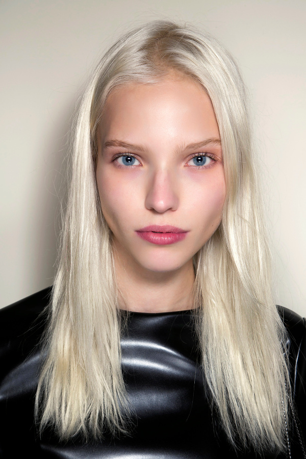 30 platinum blonde hair color shades and styles while platinum hair rarely occurs naturally women with blue eyes and porcelain skin have the best chance of being white blonde without the help of bleach urmus Image collections