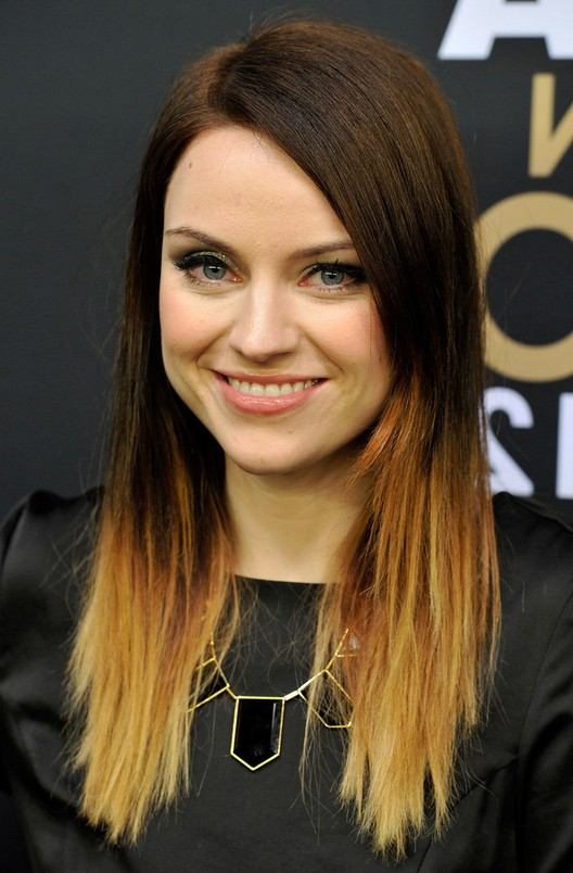 30 fabulous blonde ombre hair ideas to brighten your locks 12high contrast dip dye urmus Images