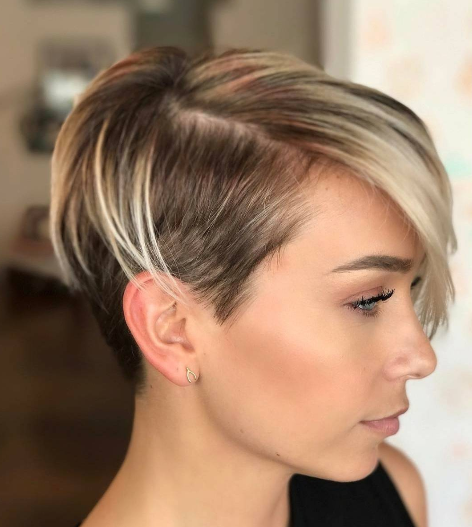 45 sunny and sophisticated brown with blonde highlight looks longer pieces along the top creating a look thats bold and fun with some styling versatility a heavy amount of blonde highlighting throughout hairs pmusecretfo Gallery