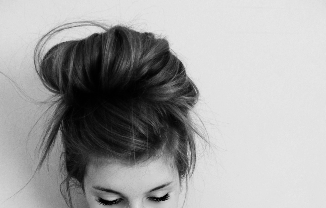 Top 25 Messy Bun Hairstyles  Unique And Easy Messy Buns-2991