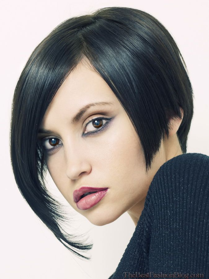 Short straight hairstyles with side bangs
