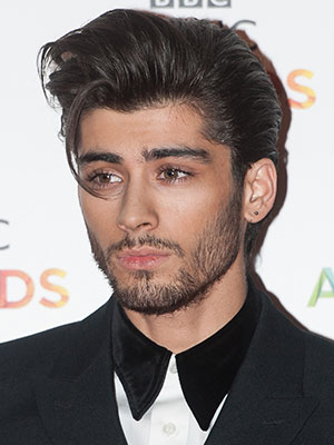 Wearing His Thick Hair Slicked Back Makes Zayn Malik Remind Us Of Elvis Presley This Might Be A Hard Style To Wear On Day Basis But Its Worth