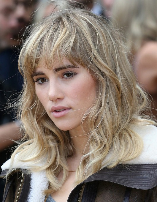 wavy style hair 30 chic medium hairstyles with bangs 6232