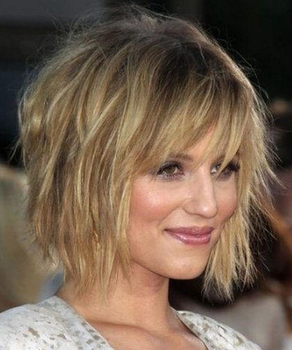 30 stunning shag haircuts in 2016 2017 combining the ease and wearability of a bob with heavily textured cutting this shag haircut is modern and incredibly flattering bangs are left long enough solutioingenieria Images