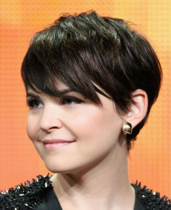 The long, forward swept bangs in this pixie haircut are a short-haired dream for women with heart-shaped faces. Piecey layers help to make thick hair ...