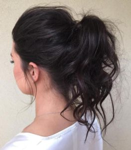 messy curls ponytail