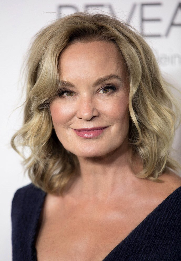 35 Sophisticated Hairstyles For Stylish Women Over 60