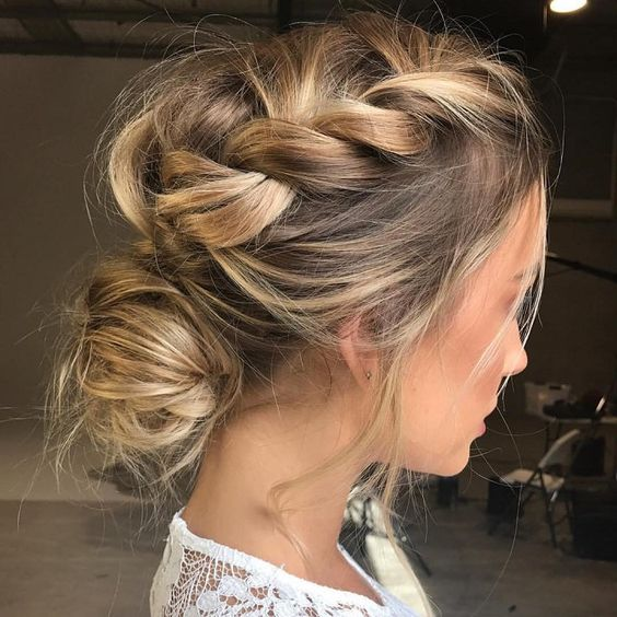 35 Chic & Messy Updo Hairstyles For Luxuriously Long Hair