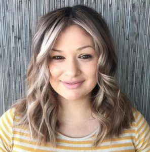 Wavy Lob with Face-Framing Highlights