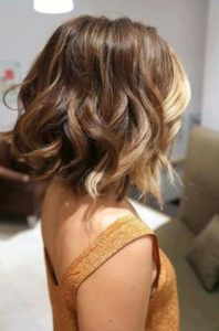 Wavy Bob with Honey Face-Framing Highlights