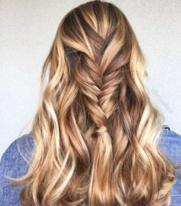 Rich Chestnut base with Blonde and Caramel Highlights