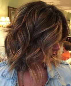 thick messy bob with highlights