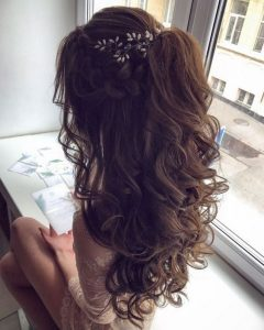 small accessory big curls