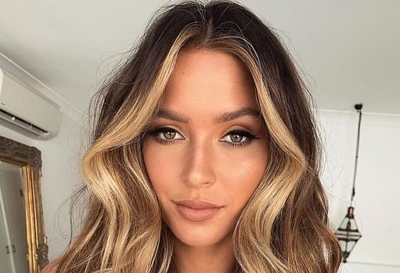 caramel blonde tones around face